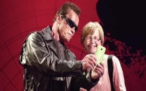 Arnold Schwarzenegger pranks unsuspecting fans as the Terminator.